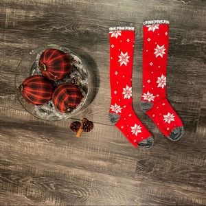 🎅FREE IN BUNDLE: PINK Holiday Socks